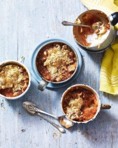 Rhubarb and amaretti crumble