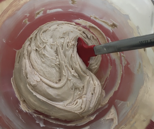 Add icing sugar until the frosting is stiff.