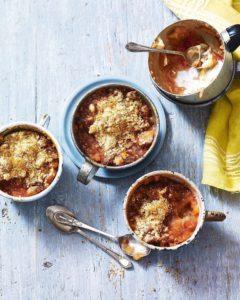 Rhubarb and amaretti crumble